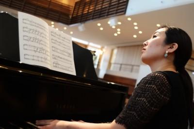 Grace Cho playing piano