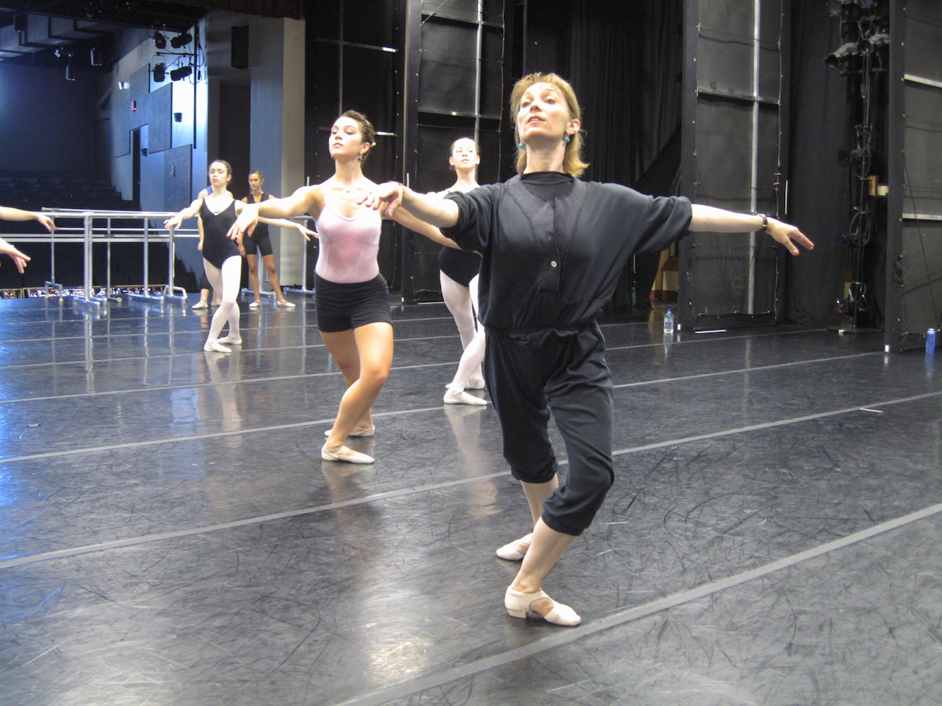 Jacqueline Akhmedova teaching.