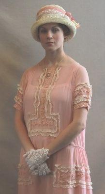 Carolyn Kashner plays Laura Lee Weems.