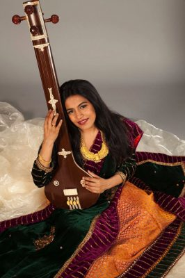 Falguni Shah-a classically trained Mumbai, India-born and -bred vocalist known as Falu