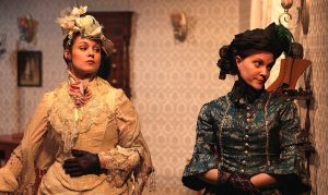 Carolyn Kashner (Alice Hobson) and Meredith Richard (Vickey Hobson) are two of the three shoemaker's daughters.