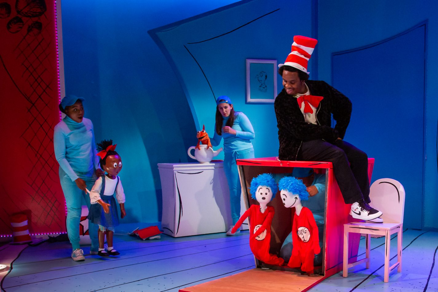The Cat (Louis E. Davis) introduces Sally (Debora Crabbe) and the Fish (Caroline Wolfson) to Thing 1 and Thing 2.