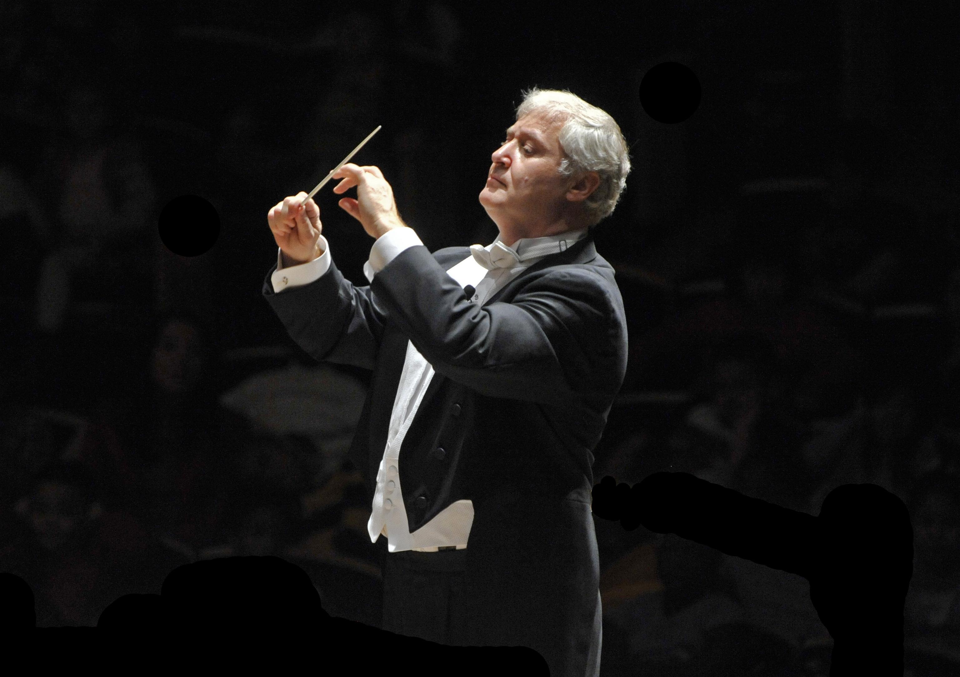 Maestro Piotr Gajewski conducts the National Philharmonic Orchestra.