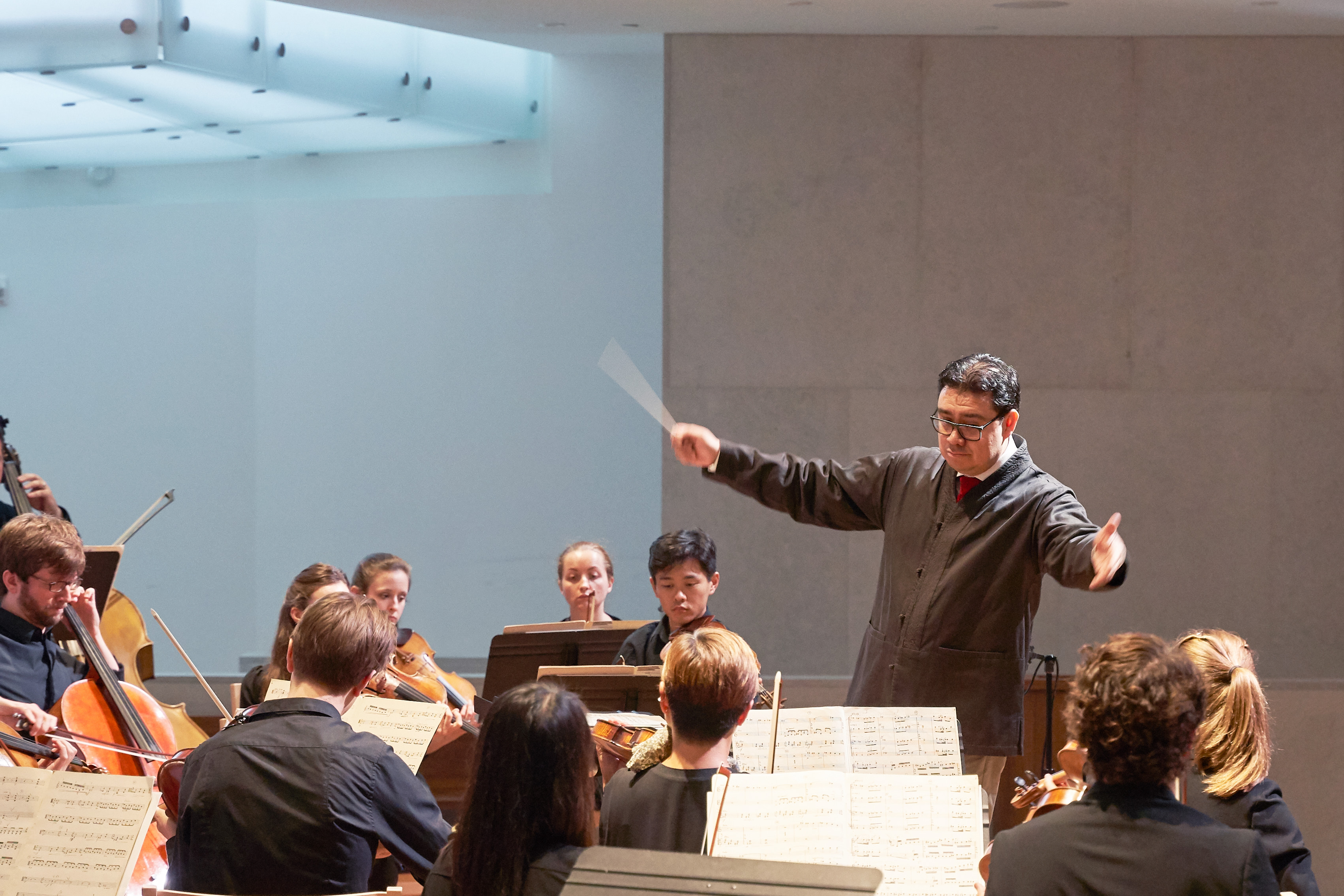 Alejandro Hernandez-Valdez conducts the New Orchestra of Washington (NOW).